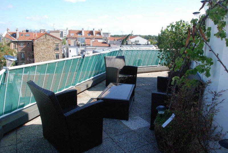 Location une terrasse sur les toits de 40 m2 avec verdure et clairage pour ce beau 2 pi ces meubl - Calculer les m2 d une piece ...